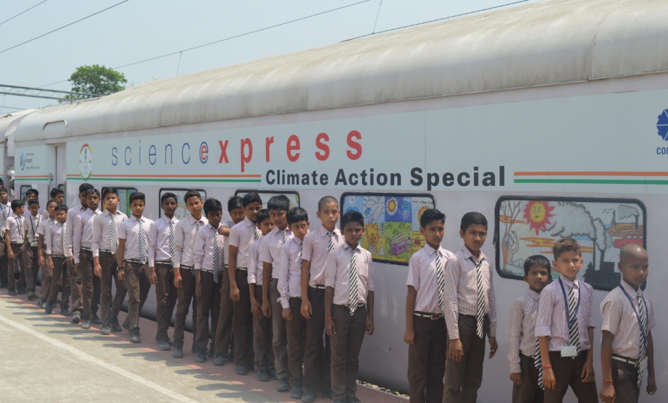 "Climate SmART Award Goes To ""The Science Express"" A Brilliant Innovative Travelling Exhibition in India"